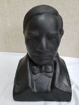 benito juarez bust in black clay